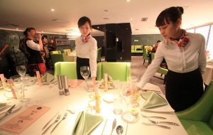 Nên mua máy chấm công nào dùng cho nhà hàng?