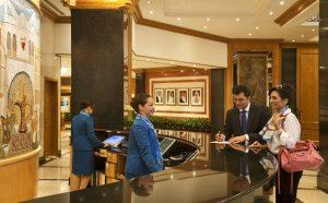 Cách sử dụng khóa thẻ từ khách sạn cho khách du lịch