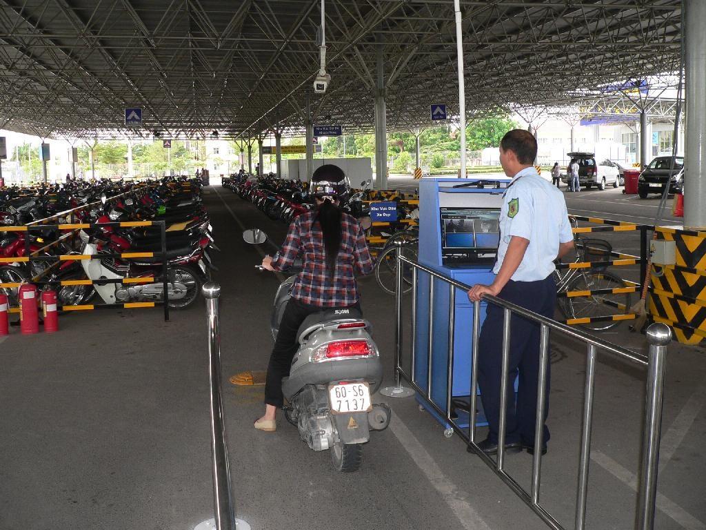 Hệ thống kiểm soát bãi đỗ xe tự động tòa nhà chung cư Lĩnh Nam