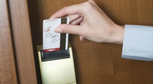 Khóa thẻ từ cho khách sạn