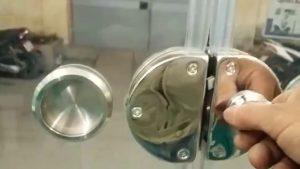 bảo trì khóa cửa kính