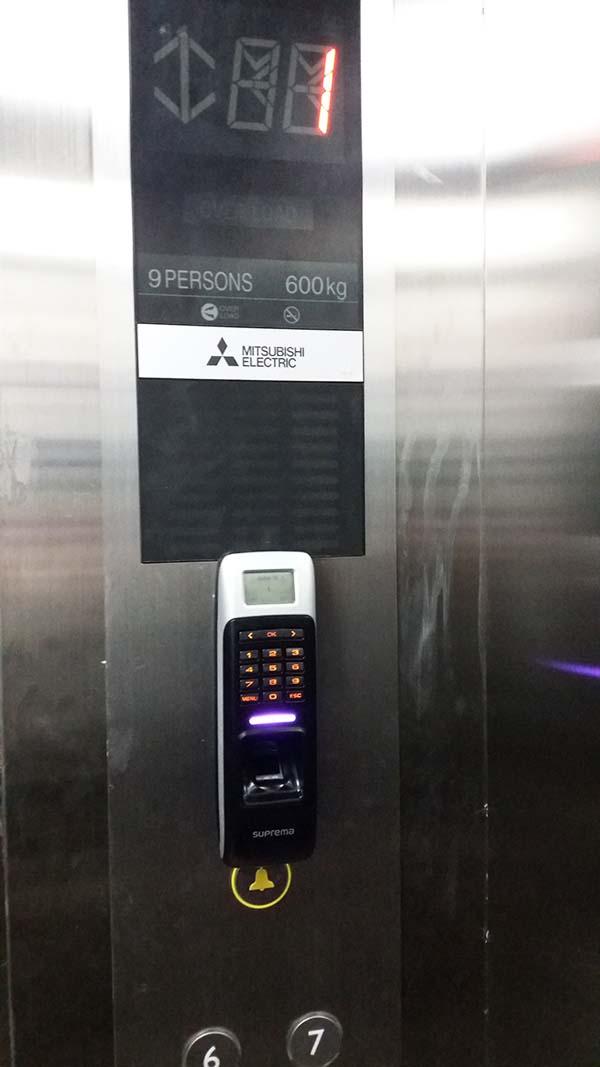 kiểm soát thang máy chung cư