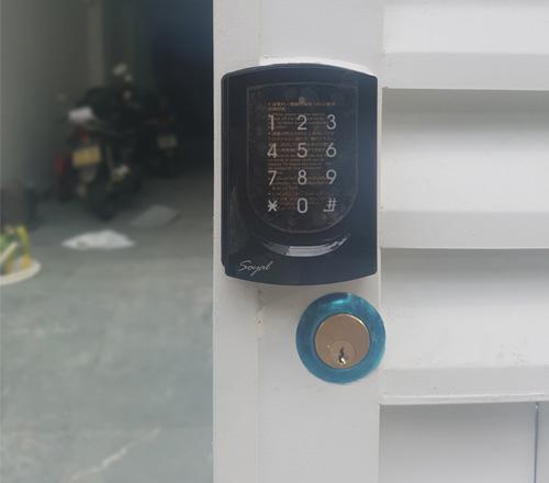 khóa cửa mã số dùng cho cổng vào