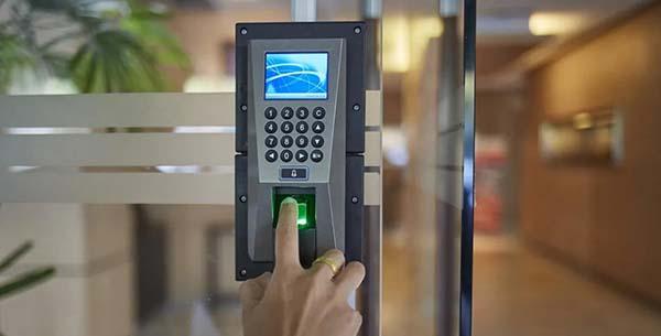 Lắp đặt kiểm soát cửa ra vào cho các doanh nghiệp