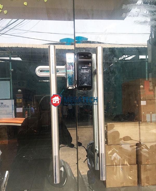 Lắp khóa vân tay Dream DR35FG-S tại công ty EROMED