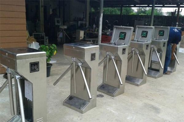 Hệ thống cổng kiểm soát vé tự động được ứng dụng rộng rãi