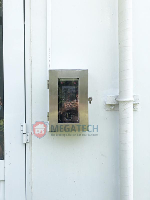 Máy Speed Face V5L lắp ngoài trời sẽ được gắn thêm hộp inox bảo vệ