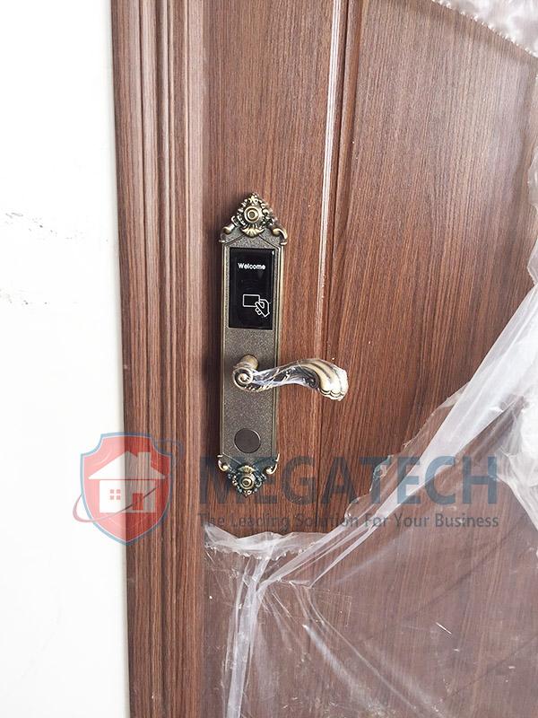 Lắp khóa khách sạn Deluns DLS-580 tại Diễm Minh Hotel